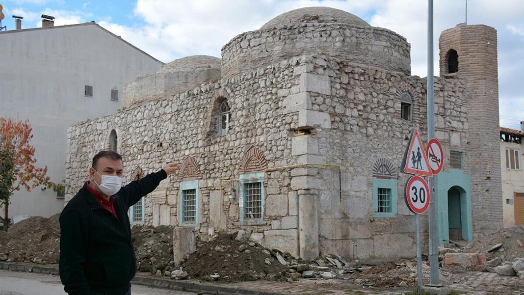 500 yıllık cami duvarında roma dönemine ait taşlar
