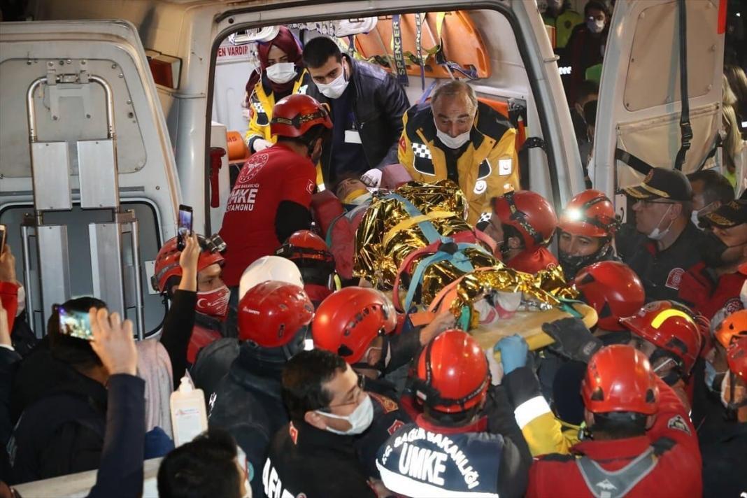 İzmir'in seferihisar ilçesi açıklarında meydana gelen depremde yıkılan emrah apartmanı enkazından 58 saat sonra 12 yaşındaki i̇dil sağ olarak çıkartıldı.