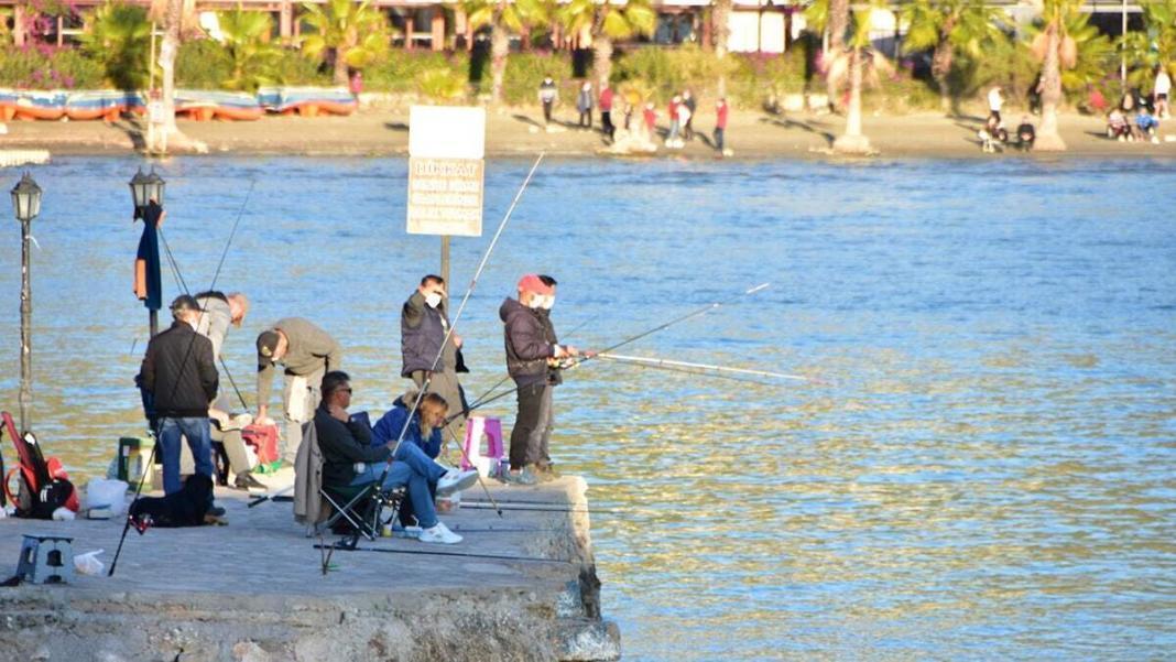 Vatandaşlar soluğu sahil kenarında aldı