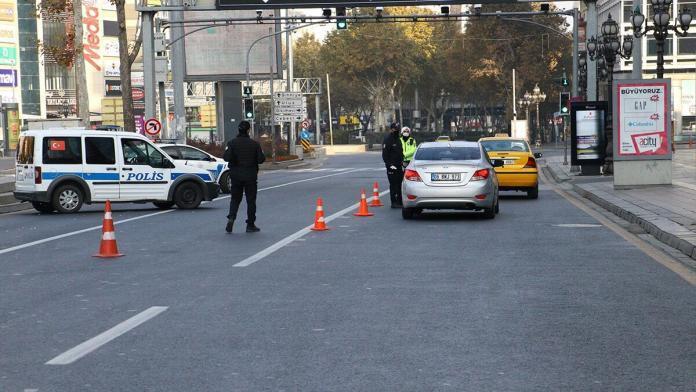 Sokağa çıkma kısıtlamasının ikinci gününde de sokaklar boş