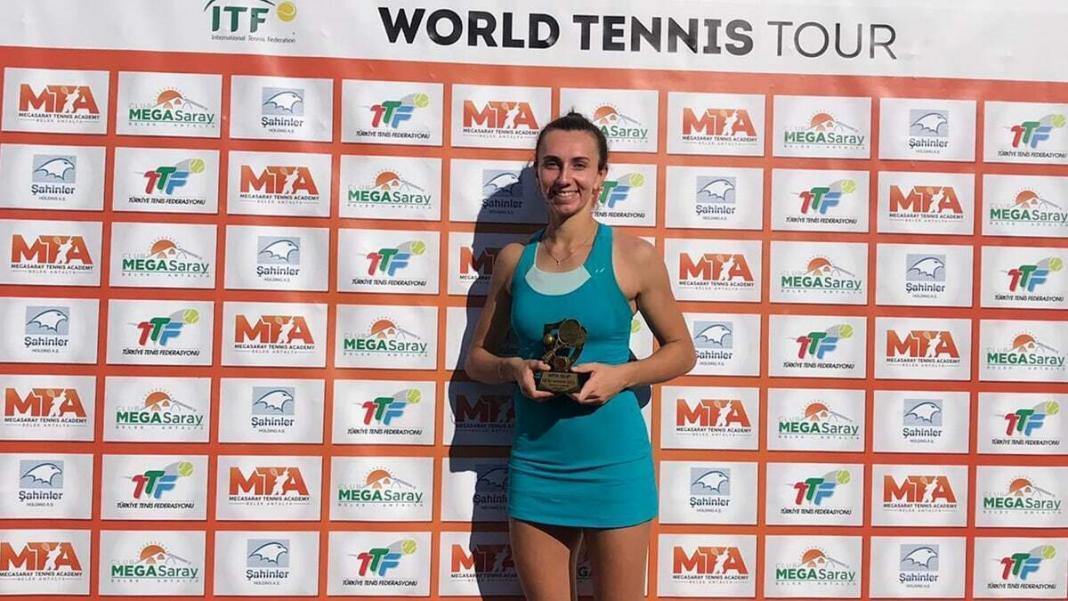 Uluslararası tenis federasyonu'nun mta open finalinde andreea amalia rosca'yı deviren i̇pek öz, profesyonel kariyerinin üçüncü tekler zaferini kucakladı.