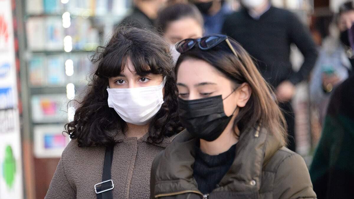 Ferit toprak, koronavirüsten korunmak için takılan maskenin, kişiyi birçok viral hastalıktan koruduğu gibi, soğuktan kaynaklı oluşabilecek yüz felci riskini azalttığını söyledi.