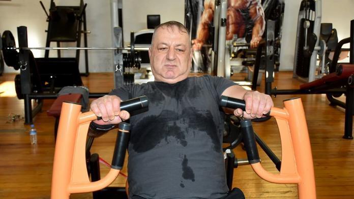 160 kilo kaldırıp avrupa şampiyonu oldu