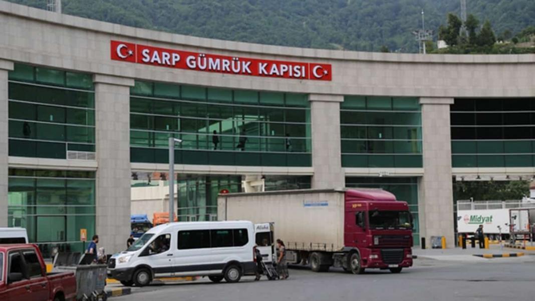 Sarp sınır kapısı'nda bir günde 704 tir geçişi ile rekor kırıldı