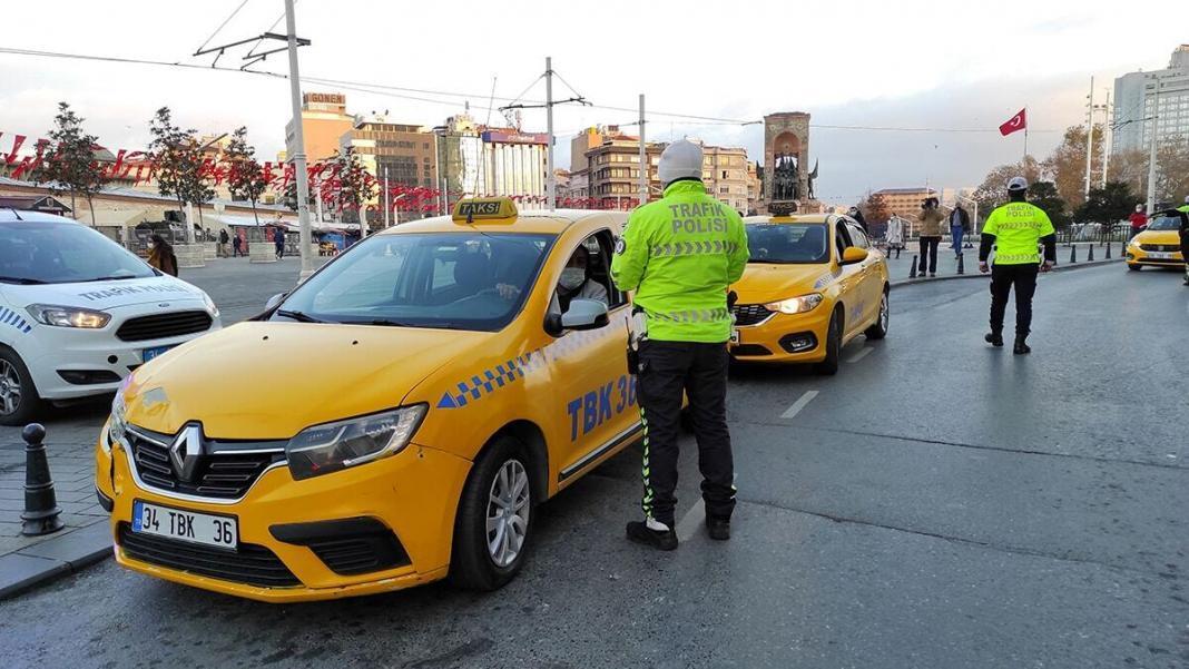 Taksim meydanı'nda taksiler denetlendi