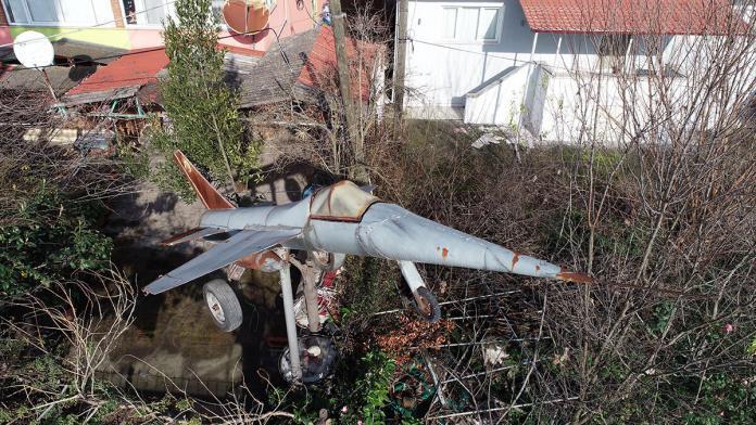 F-16 maketi ile şehit pilotları anıyor