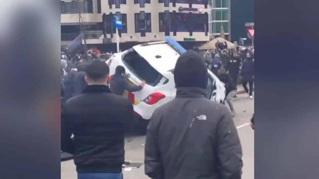 Hollanda'da kovid-19 kısıtlamaları protesto edildi