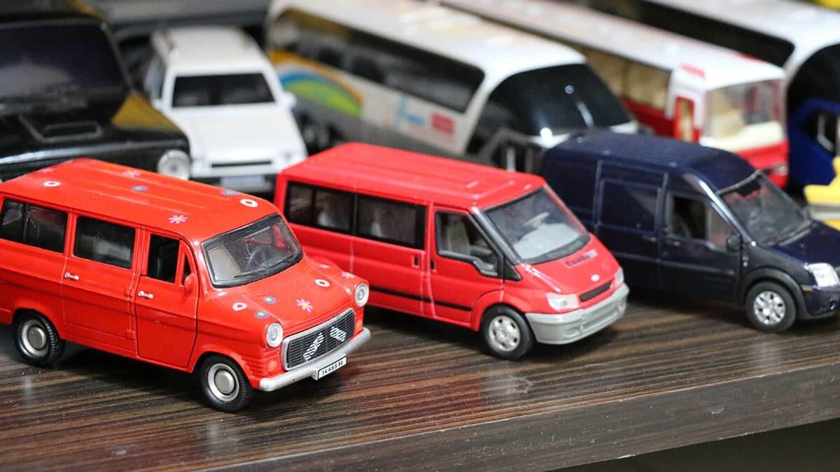 Afyonkarahisar'da tufan yaşık model ve maket otobüs koleksiyonunu, müzeye dönüştürmeyi hedefliyor.