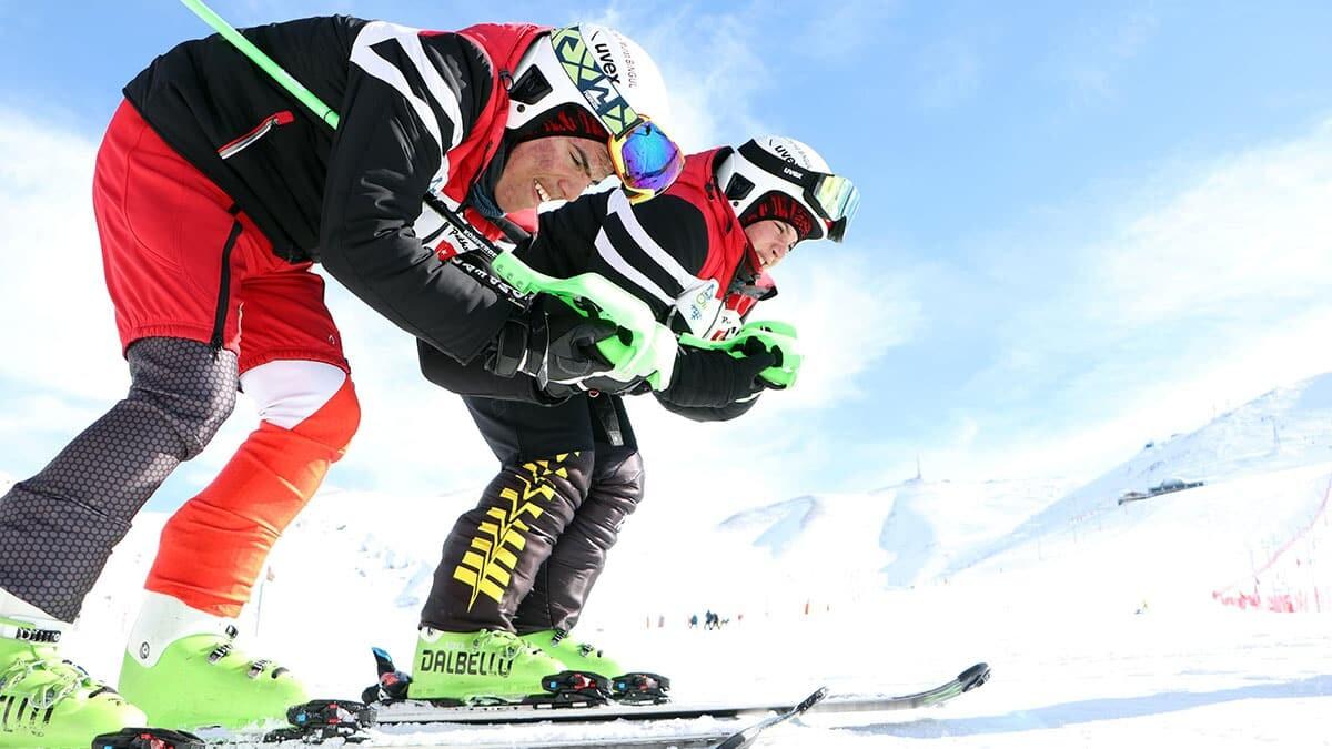 Otistik ikiz kayakçılar dünya şampiyonasına hazırlanıyor