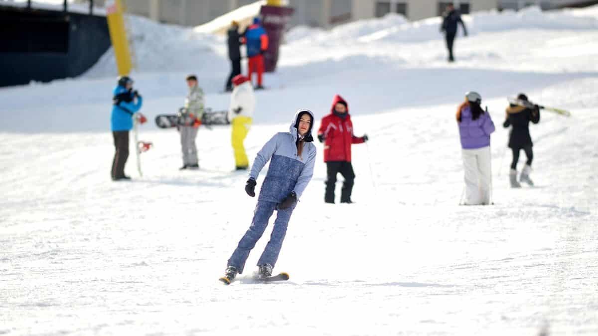 Kış turizminin önemli merkezlerinden uludağ'daki oteller, sömestir tatilinde yüzde 90 doluluk oranına ulaştı.