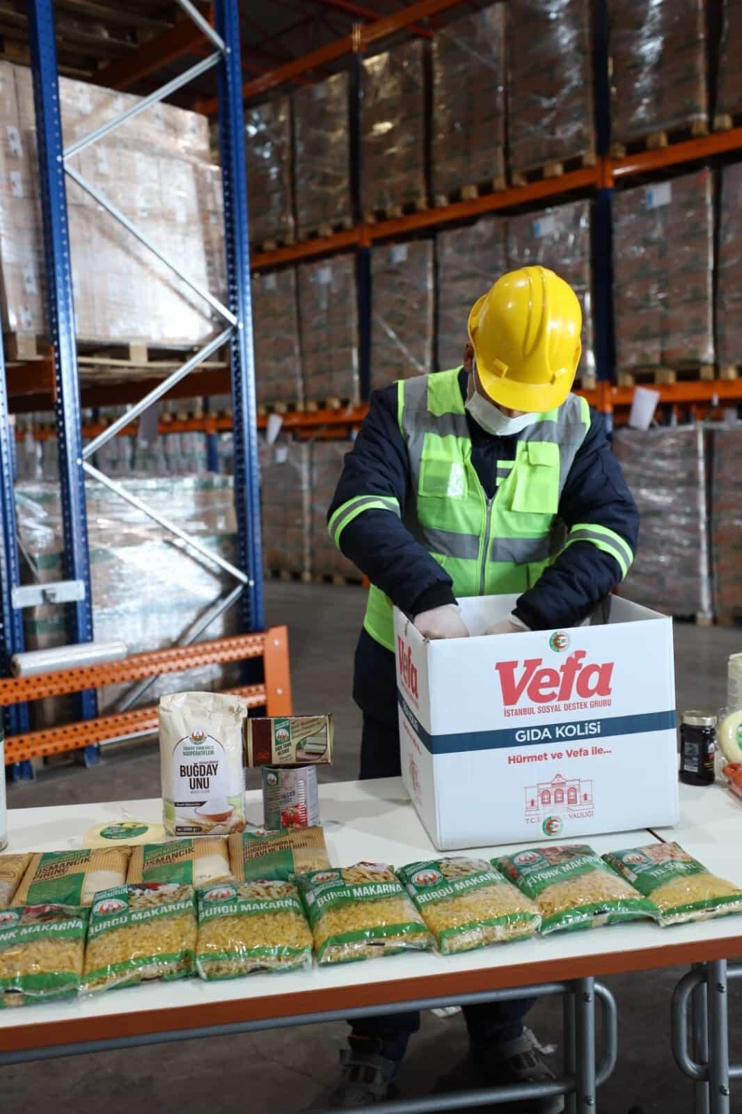 İstanbul valiliği'nde 150 bin gıda kolisi dağıtımı