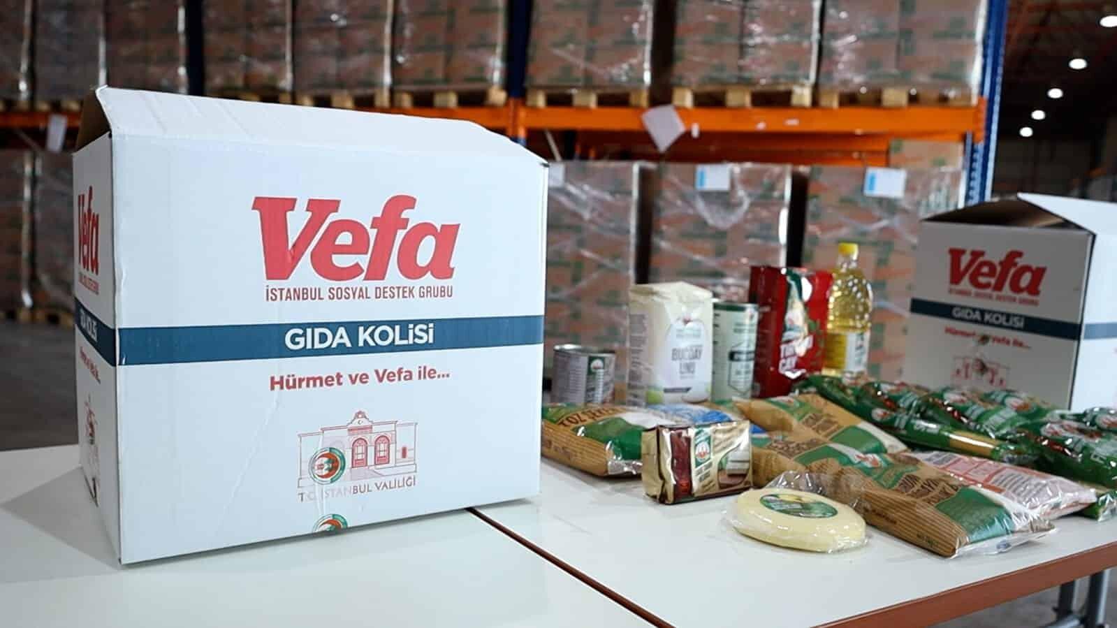 İstanbul valisi ali yerlikaya, vefa sosyal destek çalışmaları kapsamında hazırlanan 150 bin gıda kolisi dağıtımı için iki aileyi ziyaret etti.