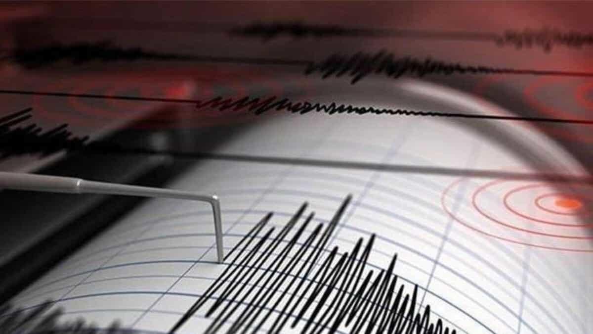 Karaburun'da 4 büyüklüğünde deprem