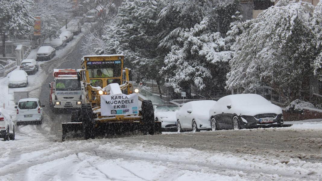 İstanbul'da karla mücadele ekipleri çalışıyor