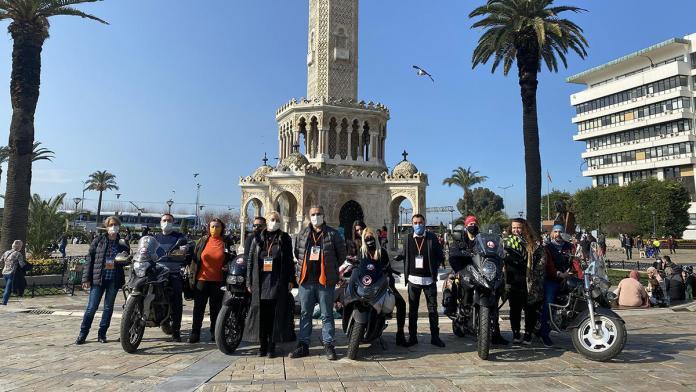 İzmir depreminde tanışan gönüllülerden dernek