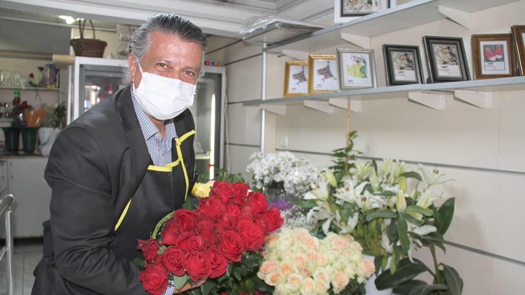 Kırmızı gül serada 2. 5 lira, çiçekçide 20 lira