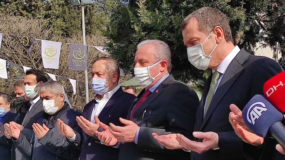 Şentop, necmettin erbakan'ın kabrini ziyaret etti