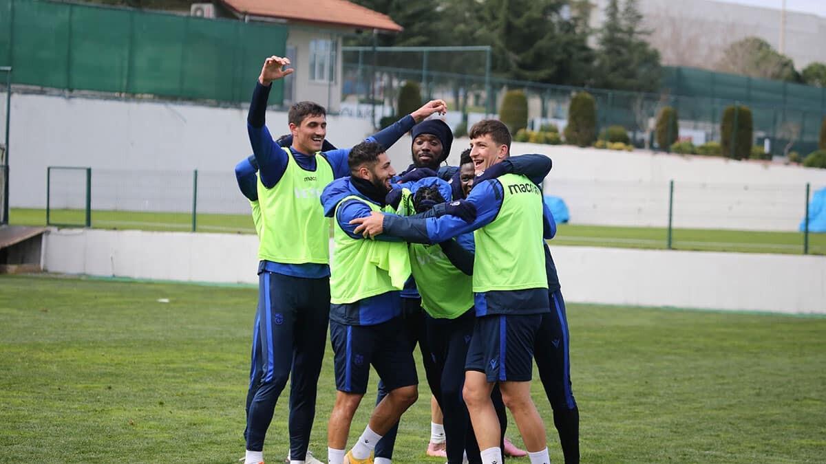 Fenerbahçe maçı hazırlıklarını 10 eksikle sürdürdü