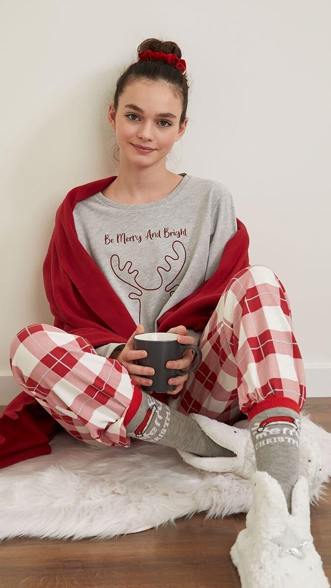Defacto, rahatlığın ön planda olduğu yeni ev giyim koleksiyonunu tanıttı. Giyim koleksiyonuna markanın internet sitesinden ulaşılabilecek.