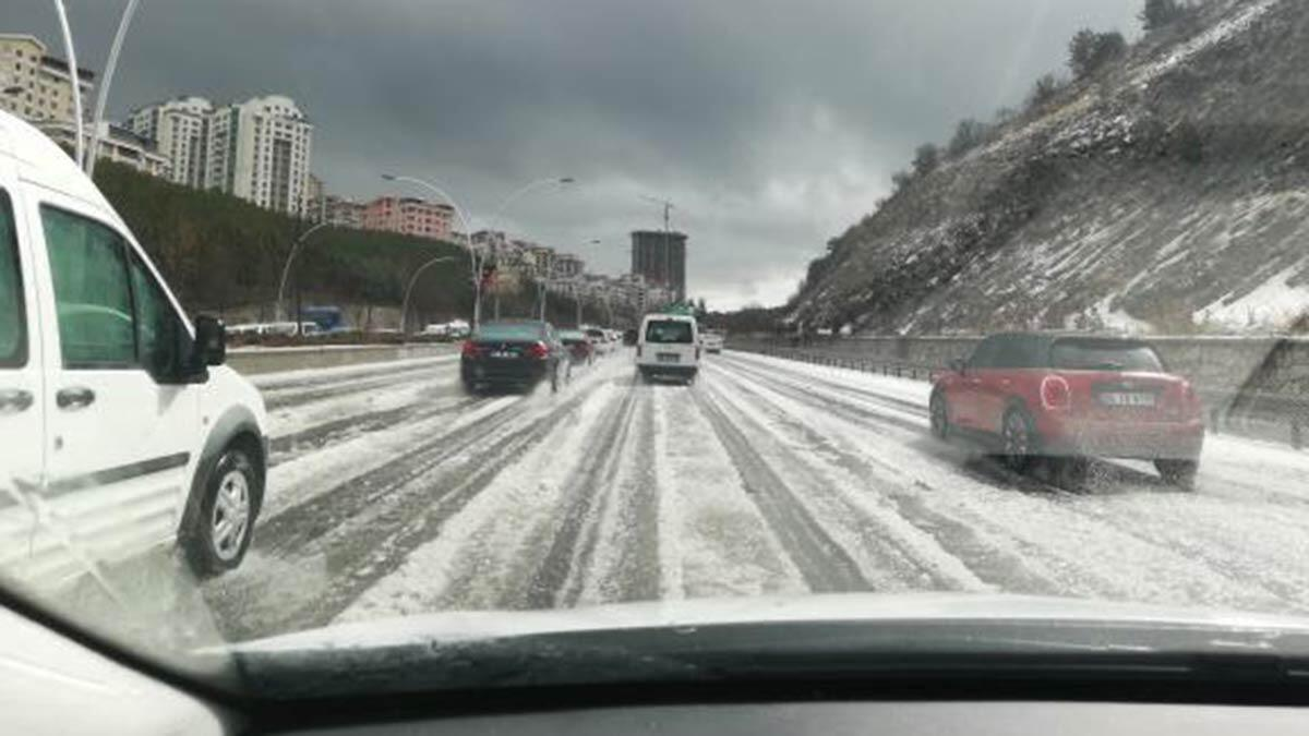 Ankara'da dolu yağışı etkili oldu