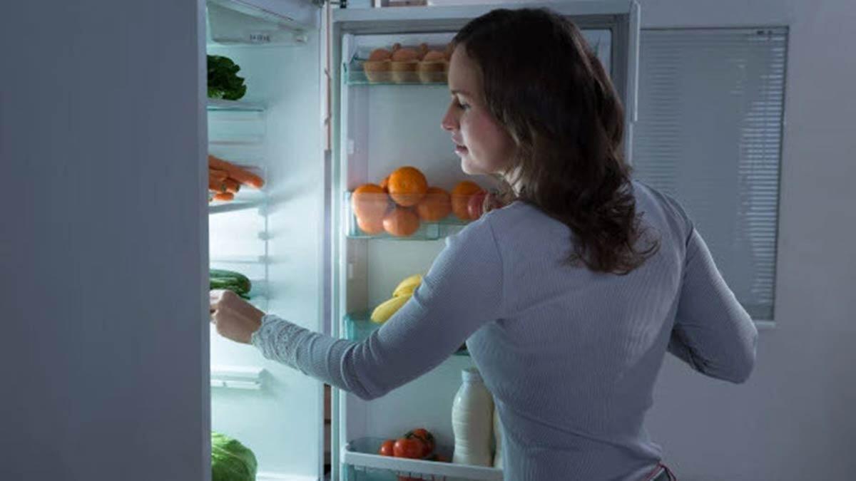 Hemen hemen herkes gün içinde yemek yapıp, ertesi gün tekrar ısıtarak tüketiyor. Bu durumun, bekleyen yemeklerde bakteri ve kimyasal oluşumunu tetiklediğini söyleyen dr. Öğretim üyesi murat doğan, uyarılarda bulundu.