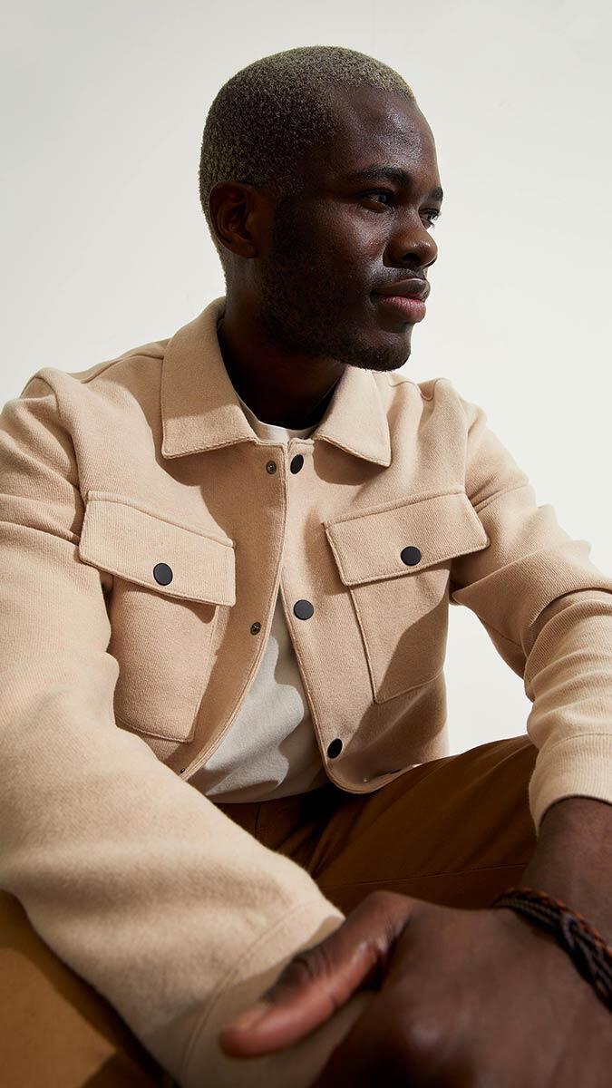 Hazır giyim markası defacto, ilkbahar erkek koleksiyonunda yer alan gömlek ceketler mevsim geçişlerinde favori parçalar olduğunu açıkladı.