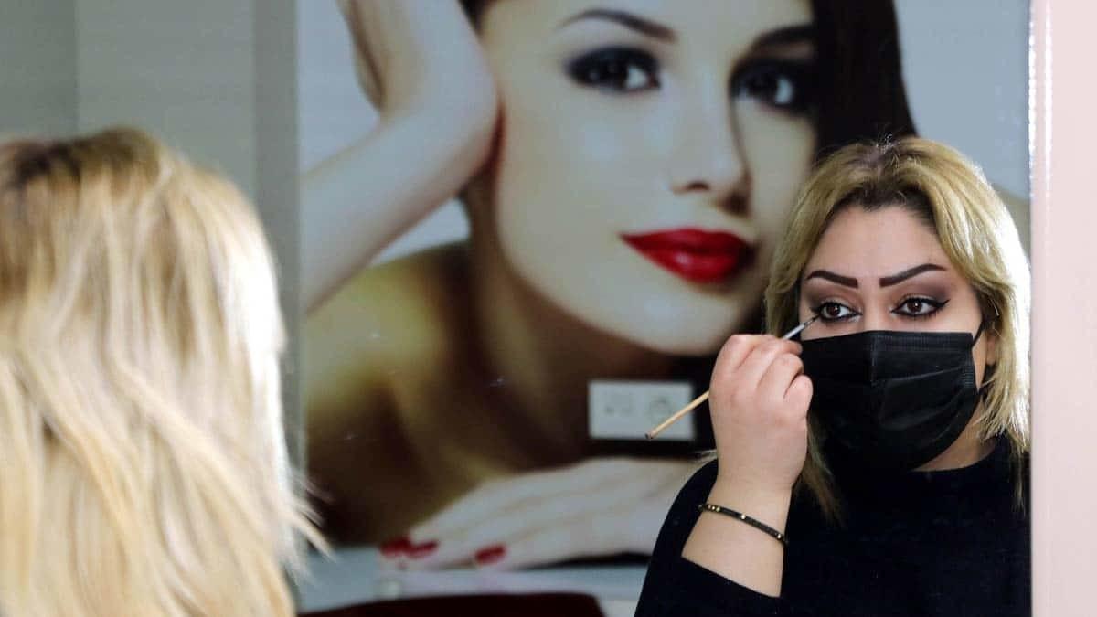 Pandemide kadınlar göz makyajına ağırlık verdi