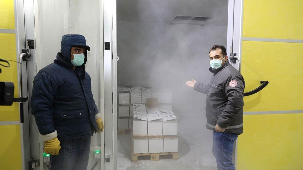 Sağlık bakanlığı, 2. 8 milyon doz biontech aşısının türkiye'ye getirilerek bakanlık depolarına yerleştirildiğini açıkladı.