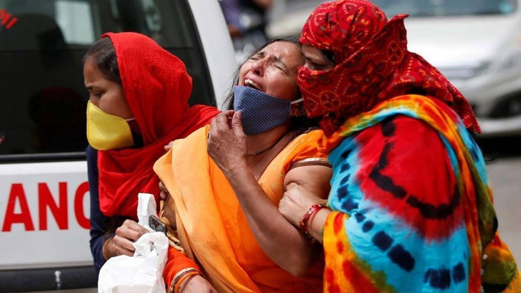 Hindistan'da oksijen ihtiyacı krize dönüştü