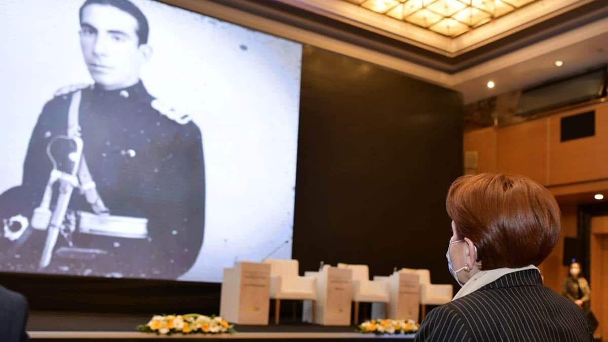 """İyi̇ parti genel başkanı meral akşener, vefatının 24. Yılında alparslan türkeş anısına """"türk milliyetçiliğine adanmış bir ömür"""" konulu konferansa katıldı."""