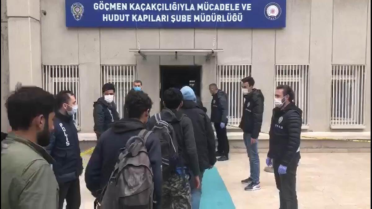17 kişilik minibüsten 40 düzensiz göçmen çıktı
