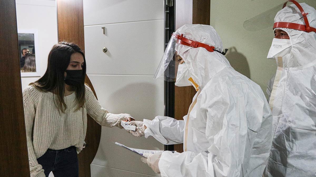 Koronavirüs vaka sayılarının yükselmesiyle filyasyon ekiplerinin iş yükü yeniden arttı. Ankara'da filyasyon ekiplerinin yoğun mesaisi sürüyor.