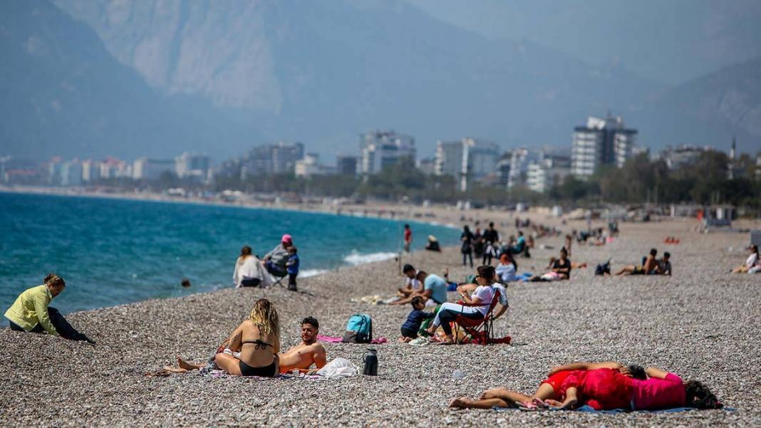 82 saatlik kısıtlama öncesi sahil keyfi
