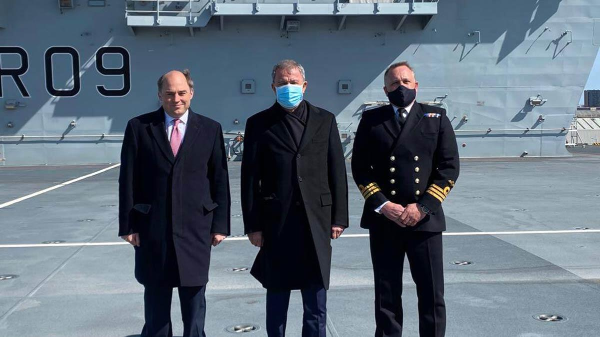 Bakan akar, i̇ngiliz mevkidaşı ile 'prince of wales' uçak gemisini ziyaret ederek incelemelerde bulundu.