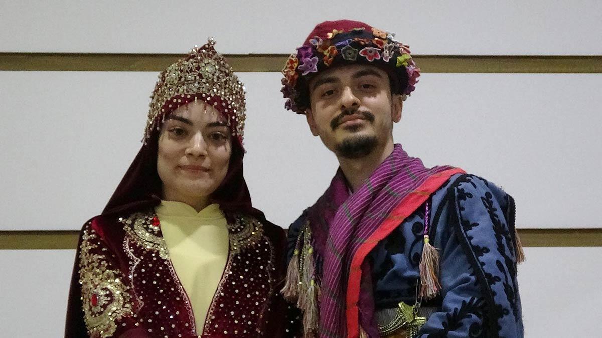 Aydın'ın efeler ilçesinde evlilik hazırlığı yapan çiftler, düğünlerde yeni moda olan kurslara giderek, zeybek öğreniyor.