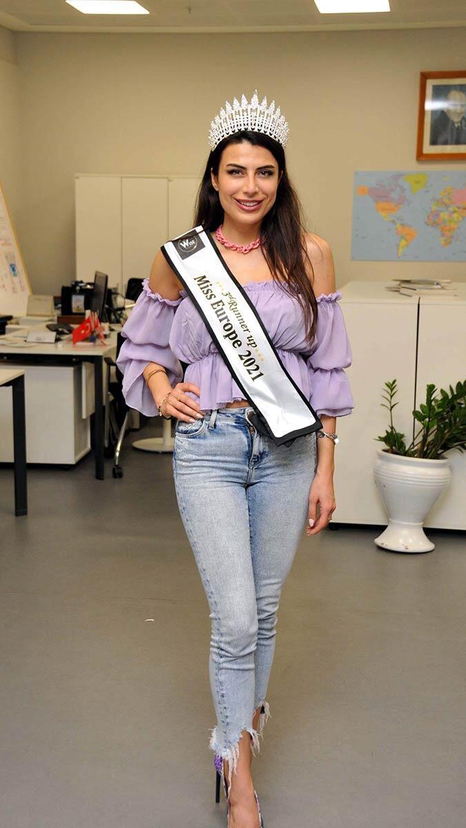 Lübnan'ın başkenti beyrut'ta düzenlenen ve 37 farklı ülkeden modelin katıldığı güzellik yarışmasında duygu çakmak miss europe 2021 üçüncüsü oldu.