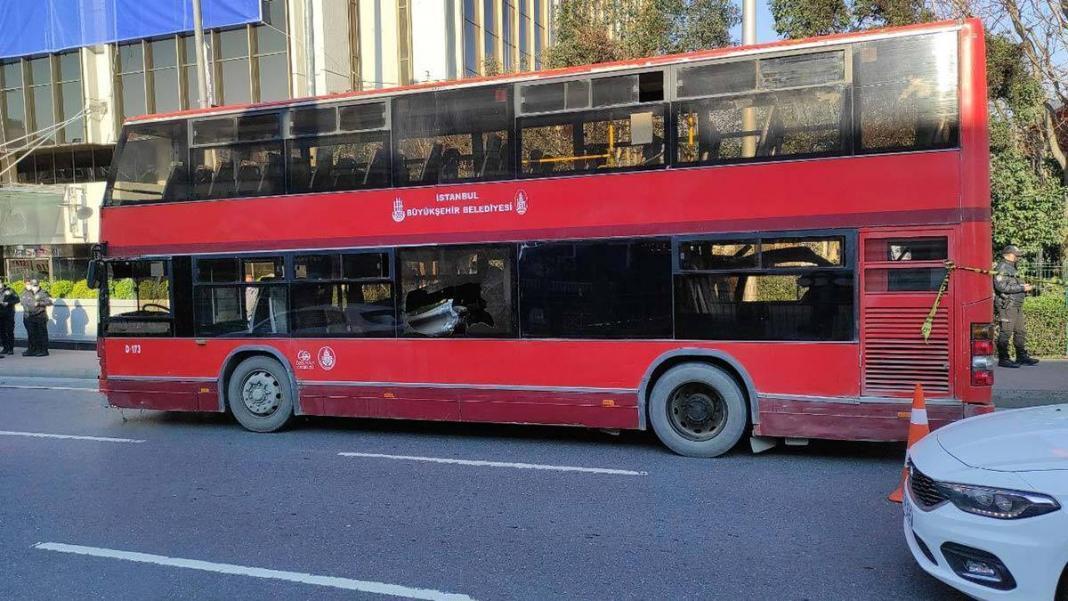 Beşiktaş'ta çift katlı i̇ett otobüsü kaza yaptı