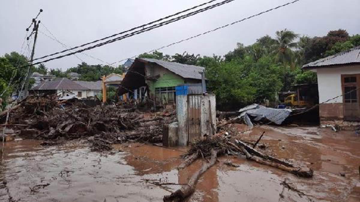 Endonezya'daki sel faciasında can kaybı 157