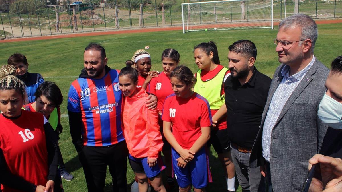 Hasan şaş'tan kadın futbolculara antrenörlük sözü