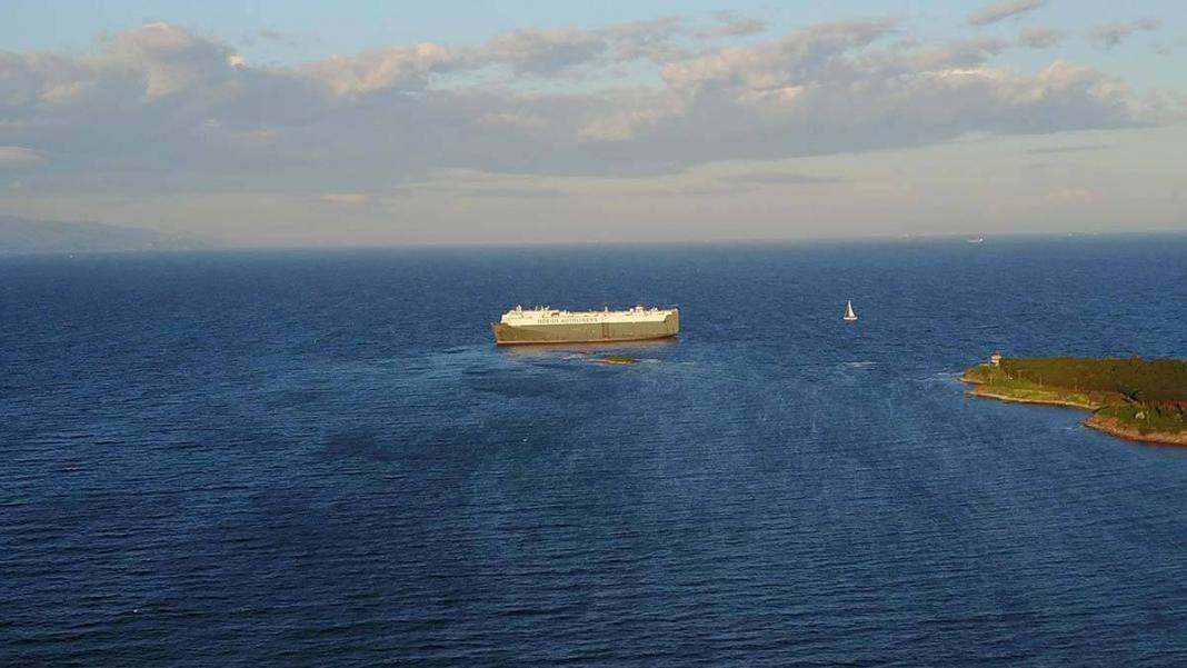 Tuzla'da gemi karaya oturdu