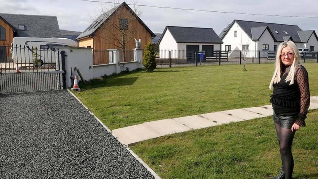 Mahremiyet sorunları nedeniyle evini satışa çıkardı