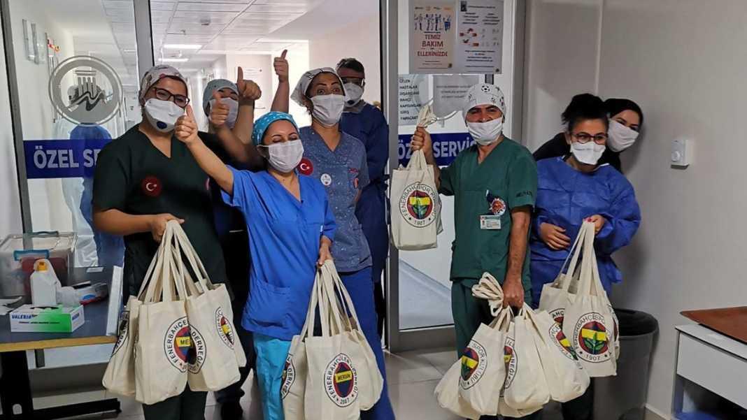 Fenerbahçeliler derneği'nden kanserli çocuklara ziyaret