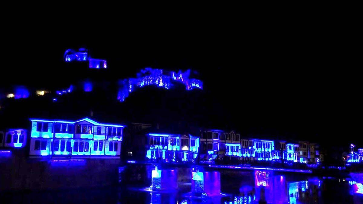 Amasya'da mekanlar mavi ışıkla aydınlatıldı