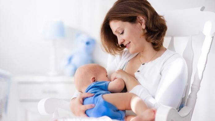 Kovid pozitif anneler bebeklerini emzirmeli