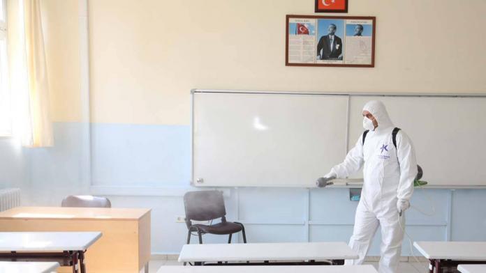 6 eylül öncesi okullarda dezenfeksiyon başladı