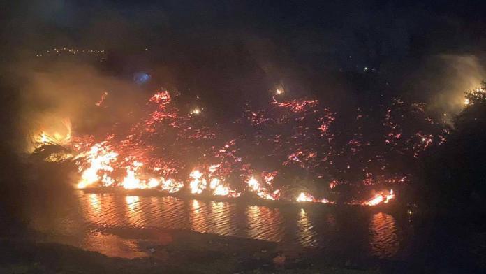 Hatay'da asi nehri kıyısında yangın çıktı