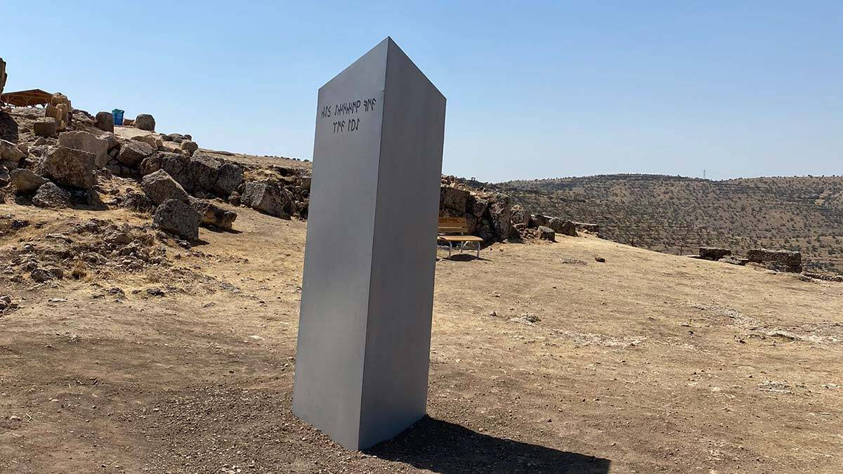 'gizemli monolit' zerzevan'da ortaya çıktı