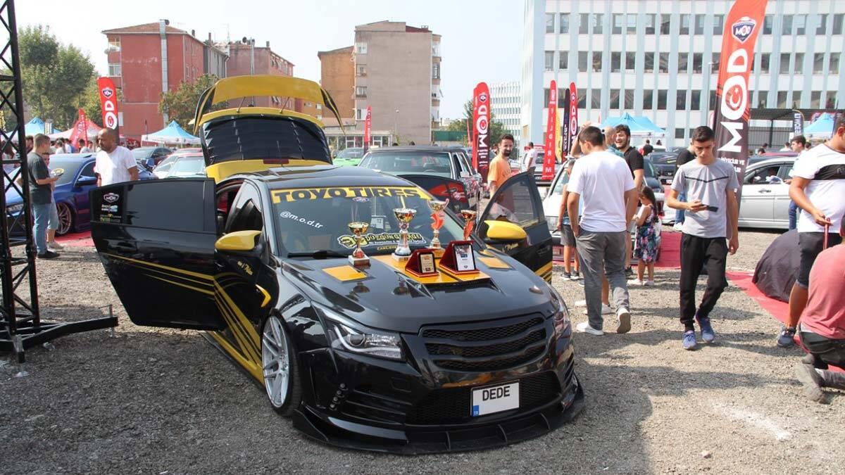 Modifiye araç tutkunları kartal'da buluştu