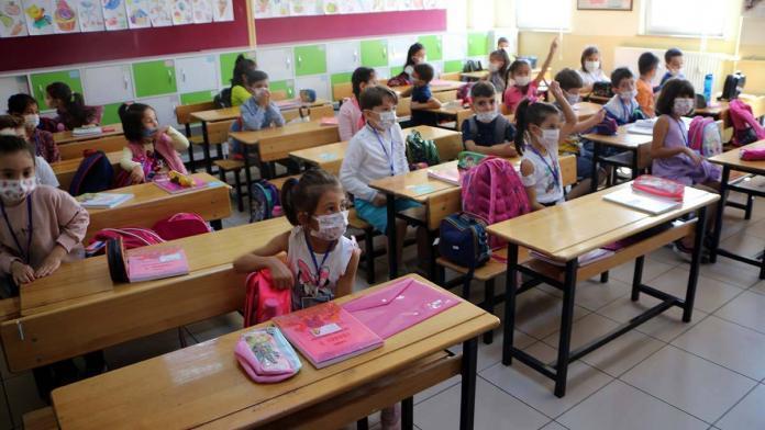 Sınıflar en az 30 dakika havalandırılmalı