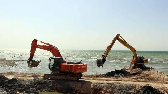 Van gölü kıyıları dip çamurundan arındırılıyor